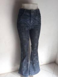 Calça jeans boca  de sino cintura alta