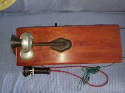 Telefone antigo de parede à manivela, bem conservado, caixa de madeira, marca kellogg,