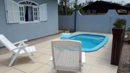 Casa em Mariscal a 600m do mar com piscina. **Aceita permuta em Brusque**