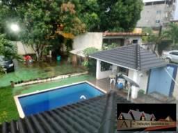 Casa com Piscina a Venda em Camaçari/BA