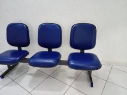 Longarina com 03 cadeiras estofadas