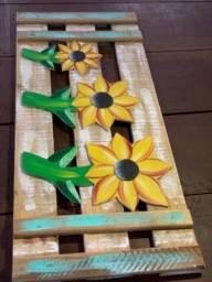 Decoração feito com pátina e acabamento rústico, peça única.  280,00