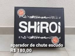 Aparador de chutes escudo gigante Shiroi
