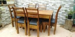 Mesa com 6 cadeiras com estofado no acento Ana Paula com verniz imbuia