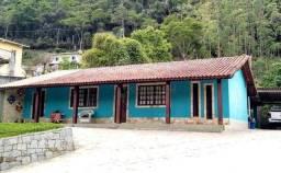 Casa com 3 dormitórios à venda, 120 m² por R$ 480.000,00 - Pessegueiros - Teresópolis/RJ