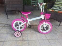 Vendo bicicleta infantil feminina.