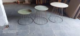 Trio de mesas redondas vazadas