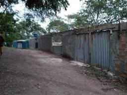 Pequena chácara 36×120 no setor Varella pirillo de frente hospital Santa Marta.