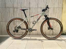 Bicicleta Sense Impact Evo 2021/22 - TAM 19 - Com Pneus Vittoria + Kit Tubeless