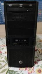 Gabinete Thermaltake V3 Black mais Drive DVD mais leitor de cartão de memória e Coolers