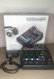 Mesa de som e microfone