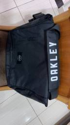 Bolsa Oakley nova