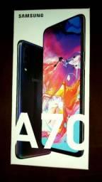 Vendo smartphone Samsung A70 novíssimo 128 gb 6 de ram
