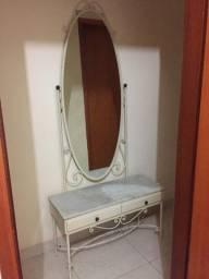 Penteadeira com espelho e gavetas