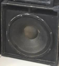 Duas caixas de som completas