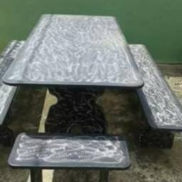 Mesas e bancos em ardósia