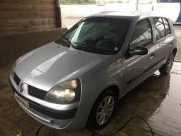 Clio com Ar Condicionado e Motor novo - 2005