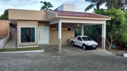 Alugo Linda Casa em Flores com 03 Quartos e 1 Suíte em Rua com Guarita