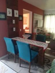 Vendo mesa de jantar com 4 cadeiras