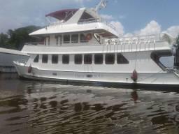 Embarcação de viagem e transporte