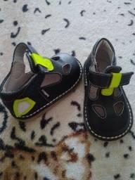 Sapatos de bebês masculino importados por menos da metade do preço