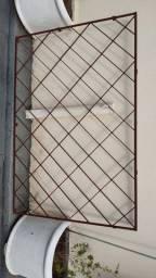 Vende - se porta de ferro com vidro, fechadura Pado e tetra chave + grade de janela