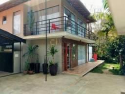 Linda casa luxuosa no Vale dos Pinheiros - Projetada por Elisa Cariello