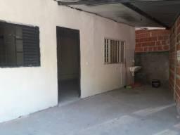 Aluga-se casa no Regissol em Mirassol/SP.