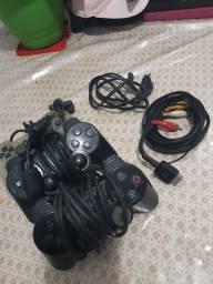 Controles e cabos de ps2