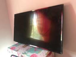 Vendo Tv d 43 polegada 800$7