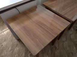 Conjunto de Mesas e cadeiras.