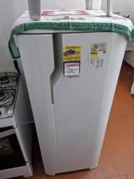Vendo geladeira semi nova zerada