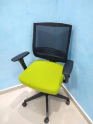 Cadeira de escritório Cavaletti Semi nova