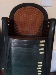 Cadeira plástico seminova (cada)