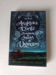 Livro Romance Perfeito Aristóteles e Dante descobrem os segredos do universo