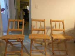Três cadeiras de madeiras rústicas novas