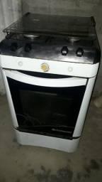 Fogão 250 elétrico  funciona  as 4 poucas e p forno  também todo file