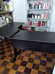 Mesa de escritorio em L