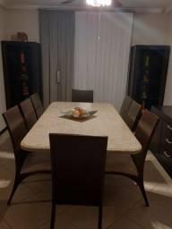 Mesa de jantar, cadeira, balcão e estante de decoração