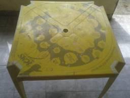 Mesa de bar amarela da skol com furo para Guarda Sol