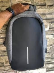 Mochila Antifurto Impermeável para Notebook Com Entrada de Recarega USB
