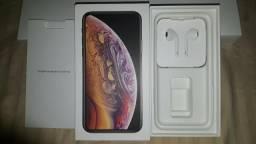 Caixa do iphone XS e Fone de ouvido