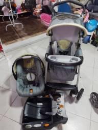 Carrinho bebê conforto e base de carro Chicco