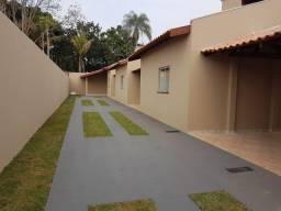 Casas em Vila Garagem coberta !