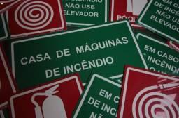 Placas de Metal, Acrílico ou PVC. Inauguração e Rotas de Fuga