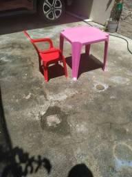 Mesa e cadeirinha infantil