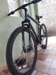 Bicicleta aro 29 com freio à disco e amortecedor