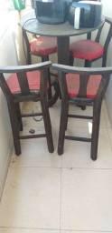 1 Mesa e 4 cadeiras