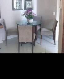Mesa linda com cadeiras