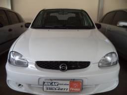 Corsa Sedan 1.6 - 2002/03 - Branco